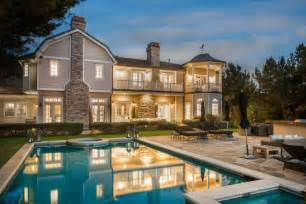 jessica alba house jessica alba buys 9 95 million beverly hills home from mike medavoy observer
