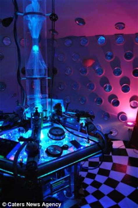dr who bedroom ideas dr who fan transforms his bedroom into a tardis daily mail