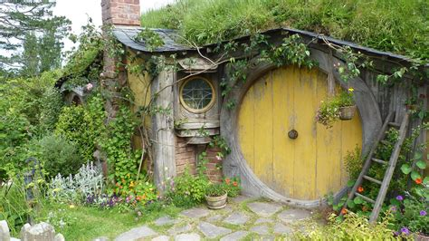 Hobbit House Designs | hobbit house pictures the hobbit set photos