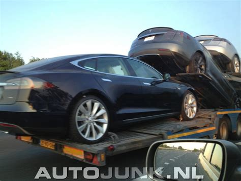 Tesla Transporter Tesla Model S Op Transport Foto S 187 Autojunk Nl 96143