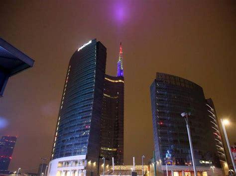 unicredit di roma caserta la torre unicredit con i colori della francia corriere it