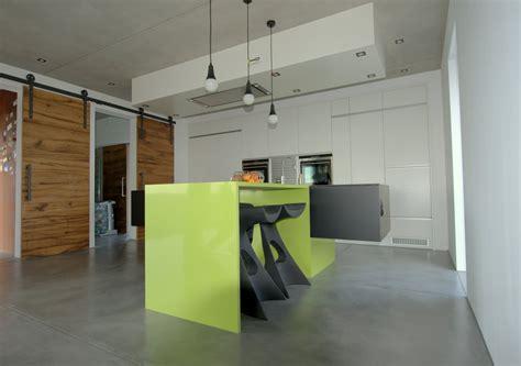 cuisine suspendu cuisine design avec ilot suspendu miwweltrend