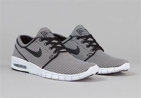 Sepatu Nike Stefan Janoski black and white textiles on the nike sb stefan janoski max