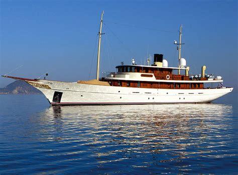 Woods Vintage Home Interiors Rent Johnny Depp S Yacht Vajoliroja Pursuitist