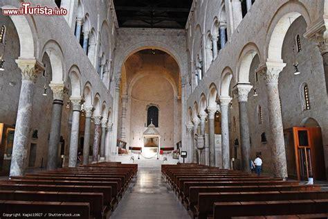 l interno della l interno della cattedrale di san sabino foto bari