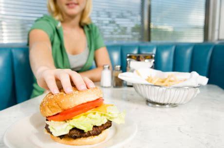 alimentazione compulsiva disturbi alimentazione per un bambino su 10 bergamosera