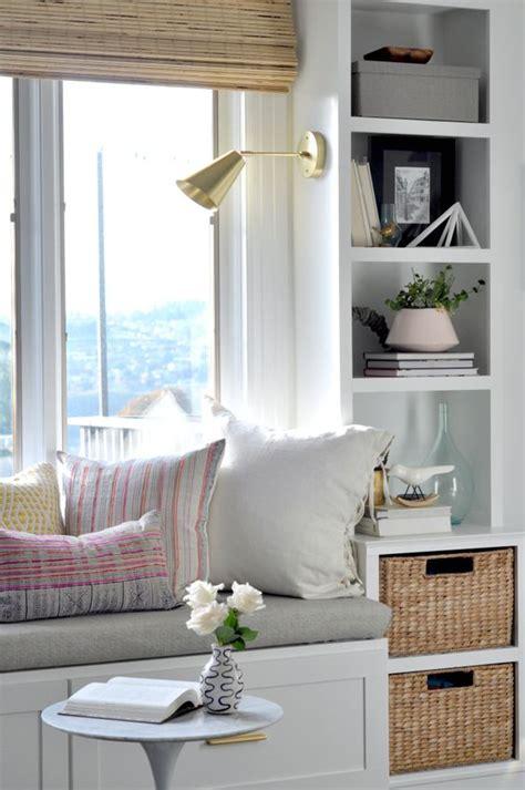 finestra con seduta sedute sotto le finestre il modo migliore per sfruttare