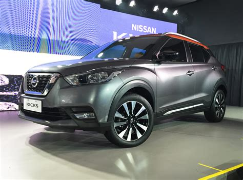 compact suv nissan nissan kicks compact suv in the flesh live images