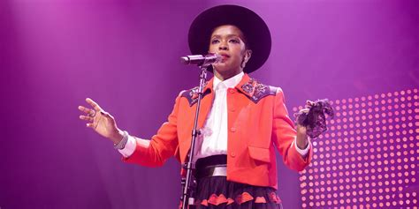 lauryn hill uk concert lauryn hill angers concertgoers with tardiness