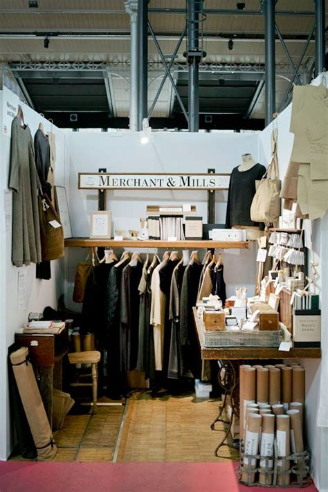 booth design fashion 25 best ideas about clothing booth display on pinterest