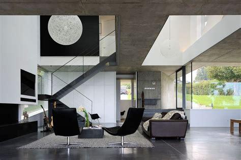 Beau Entree De Jardin Moderne #7: Salon-escalier-acc_s-_tage-maison-bord-lac-par-Pierre-Minassian-Haute-Savoie-France.jpg