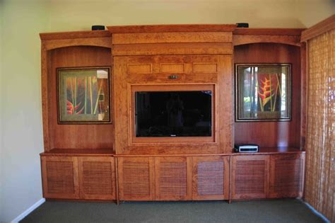 tv  murphy bed  ultimate dual space tropical home