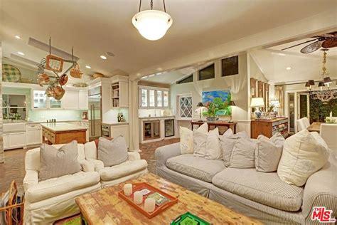 selena gomez bedroom selena gomez bought a new house in studio city