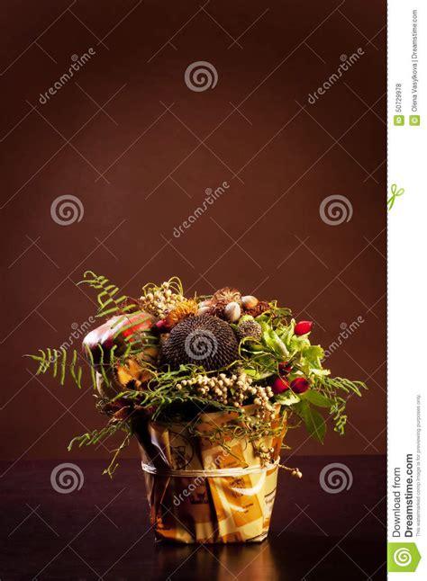 fiori nel vaso piccolo mazzo dei fiori nel vaso fotografia stock