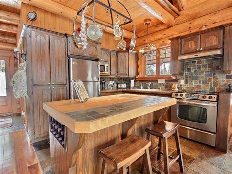 armoire de cuisine en pin a vendre sitelle au chalet en bois rond