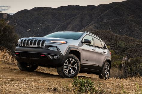 jeep cherokee trailhawk 2017 jeep cherokee reviews and rating motor trend