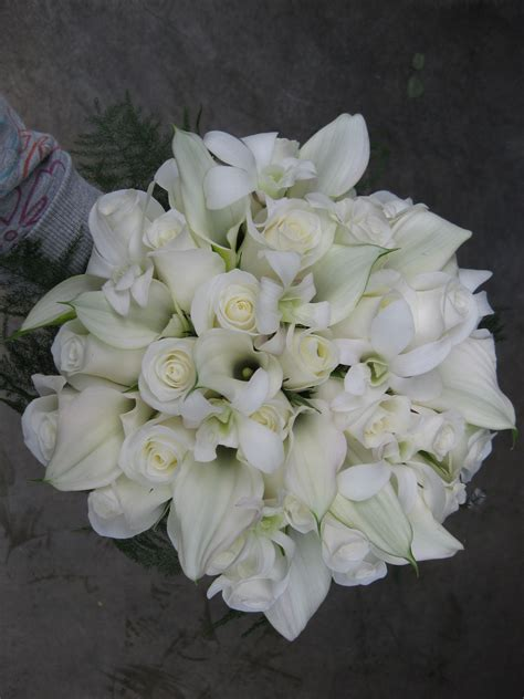 white wedding flowers white wedding flowers stadium flowers