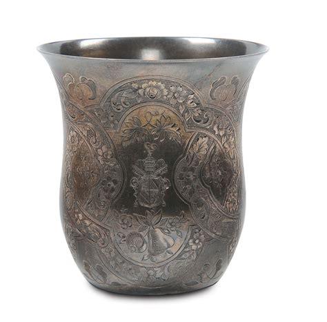 bicchieri argento bicchiere in argento inciso e centrato da stemma di papa