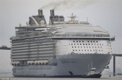 world s largest cruise ship 10 mind boggling facts about world s largest cruise ship