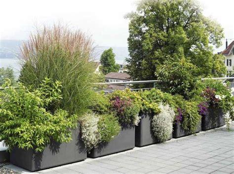 imagenes de jardineras japonesas macetas jardineras y plantas preciosas en el jard 237 n