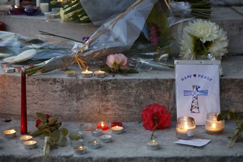 candele francesi candele e fiori per jacques hamel la francia piange il