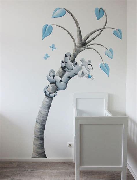 muurtekeningen woonkamer muurschildering tijgertje in een fantasie boom door bim