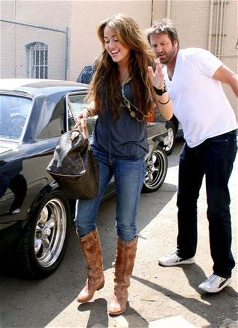 skinny jeans boots on pinterest nautical womens women wearing cowboy boots over skinny jeans 7