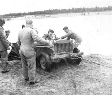 floating jeep military vehicle photo