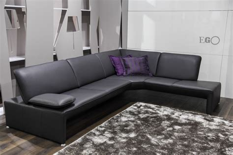 buy a settee the advantages of buying a leather sofa 6 the advantages