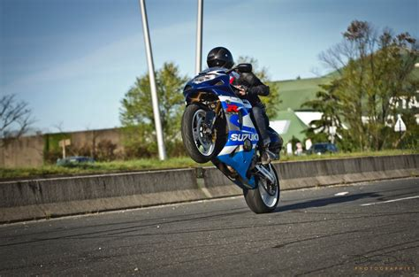 Suzuki Stunt Bike Gsxr Stunt Whelling By Julsscorp On Deviantart