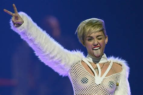7 Reasons Why Miley Cyrus Is Not A Model by Miley Cyrus Has Confirmed She Identifies As Pansexual