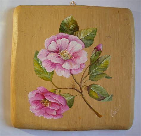 su fiori dipinti su legno e su pietra fiori su tavole di gembro