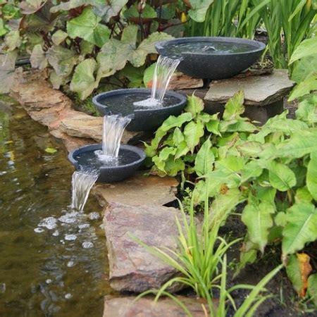 laghetto con cascata da giardino come fare un laghetto da giardino con cascata