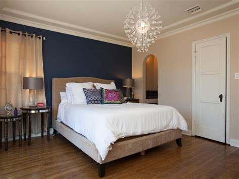 bedroom with blue walls 25 amazing room makeovers from hgtv s house hunters