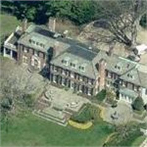 robert kraft house bob kraft house in brookline pictures to pin on pinterest pinsdaddy