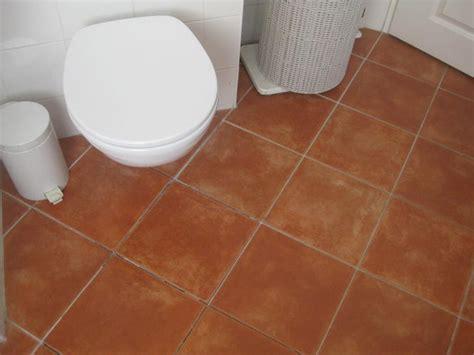 badkamer tegels eruit halen vloertegels badkamer eruit halen en opnieuw betegelen van