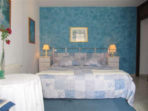 schlafzimmer grün sandgrau wandfarbe