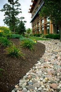 gartengestaltung mit rindenmulch commercial landscaping mulch