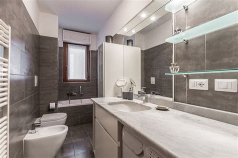 foto di bagni foto il bagno grigio di facile ristrutturare