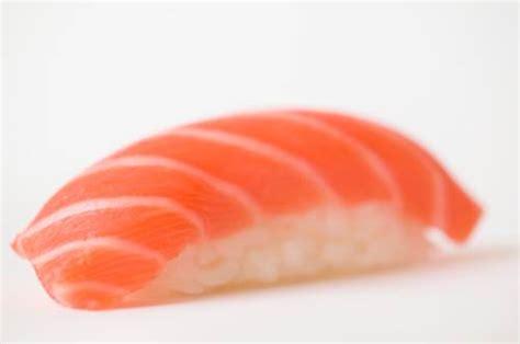 intossicazione alimentare pesce intossicazioni alimentari pesce crudo e funghi nel mirino