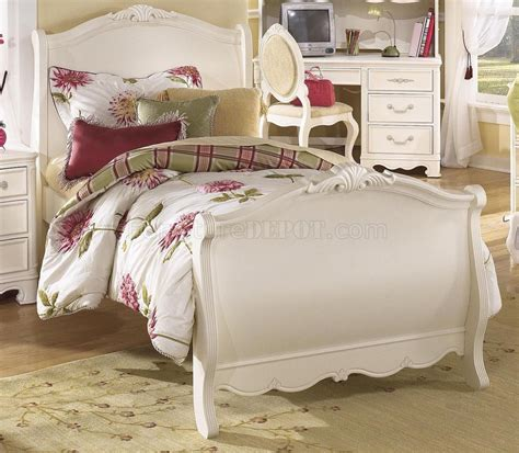 white traditional bedroom furniture white wash finish traditional kids bedroom w poster bed