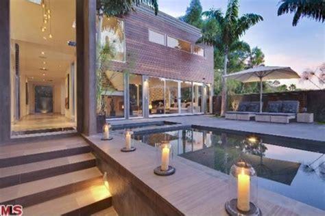 meryl streep house meryl streep is selling her luxury los angeles home for 6 75 million extravaganzi