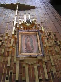 imagen de la virgen de guadalupe que esta en la basilica el manto de la fraudulenta virgen de guadalupe esta