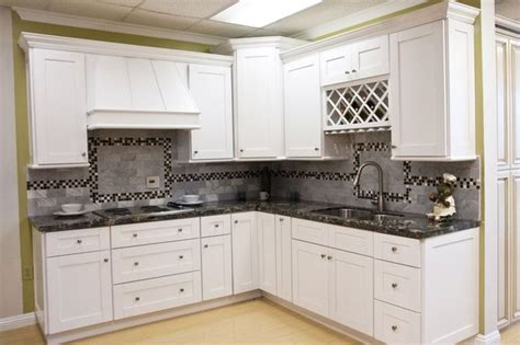 White Shaker Kitchen Cabinets by White Shaker Kitchen Cabinets Home Design Traditional