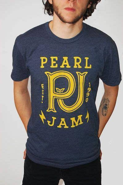 new pearl jam t shirt must things i like