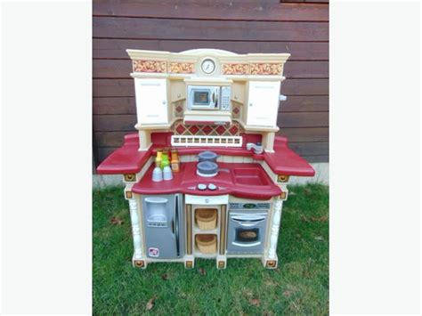 step 2 country kitchen tikes step 2 country play kitchen real sounds stove