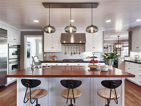 hanging lights kitchen island how many pendant lights should be used a kitchen island