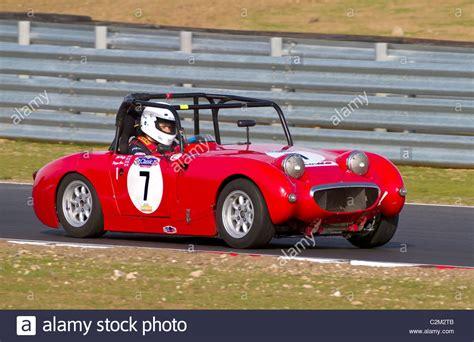 cscc swinging sixties classic british sportscar austin healey stockfotos