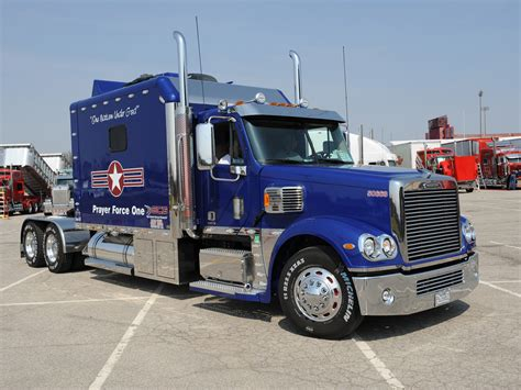 freightliner used trucks 1000 images about freightliner pictures on pinterest