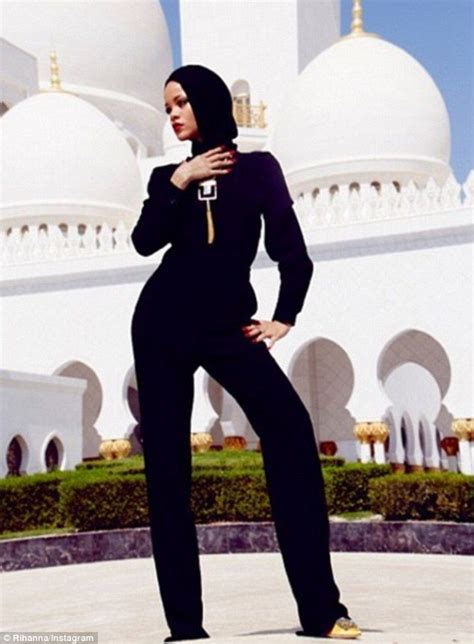 Ak Jumpsuit Beleza Abu rihanna covers up in abu dhabi while posing outside mosque rihanna toe and black